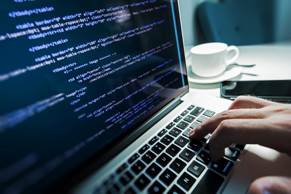 初心者はどう学習する?独学VSプログラミングスクール